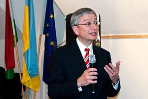 Конгресс украинцев призвал ЕС подписать Соглашение с Украиной