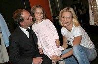 Жена Власенко борется за алименты, не выбирая средств