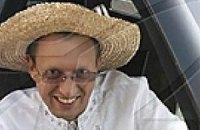 Яценюк купил на ярмарке соломенный брыль и макитру