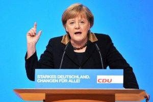 Меркель предостерегла Януковича от применения силы
