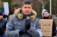 """Соперника """"массажиста Азарова"""" пытаются снять с выборов"""