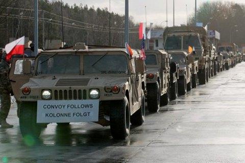 ВПольшу прибыла первая партия американских танков, бронетранспортеров исамоходной артиллерии