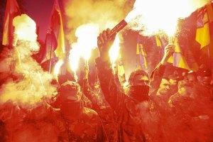 В Киеве проходит Марш героев - несколько тысяч человек участвуют в факельном шествии