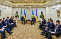 Порошенко обсудил инфраструктурные проекты с премьером Казахстана