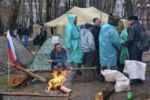 Депутаты Луганского облсовета просят киевскую власть отменить штурм здания СБУ