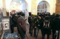 Митингующие баррикадируются в Киевсовете