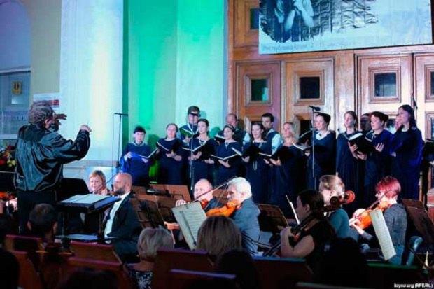 Концерт на вокзале в Симферополе