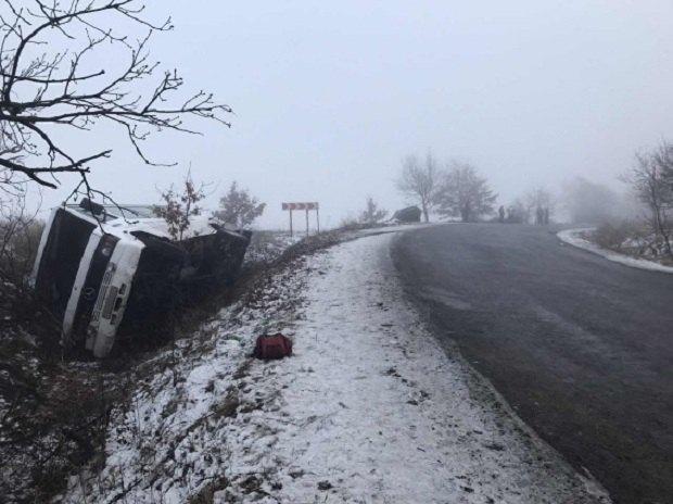 На Закарпатская перевернулся автобус, который перевозил 18 пассажиров