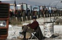 В Греции фермеры забросали правительственное здание камнями и помидорами