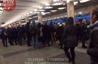 """На станции метро """"Оболонь"""" в Киеве мужчина упал под поезд"""
