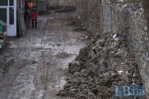 В Киеве из-за возможного оползня перекрыли дорогу