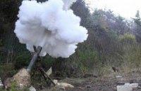 Военные ночью открывали ответный огонь по боевикам