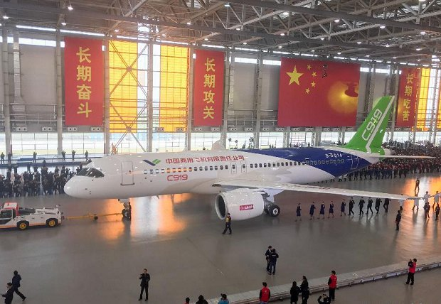 В Китае сошел с линии первый отечественный крупнофюзеляжный пассажирский самолет
