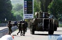 На границе с Донецкой областью обстреляли колонну военной техники