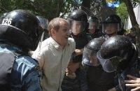 """Беркут"" хватает сторонников Тимошенко за руки и ноги"