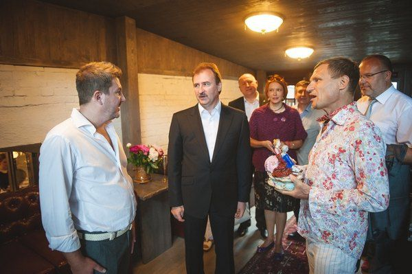 Одним из первых ресторан-салон посетил глава КГГА Александр Попов