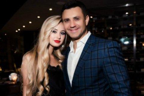 Николай Тищенко поведал оневесте, которая зарабатывает «нележа наспине»