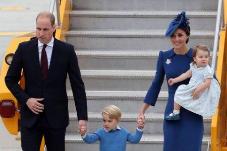 """Маленький принц Джордж отказался """"дать пять"""" обаятельному премьеру Канады Трюдо"""