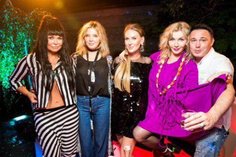 Ассия Ахат вернулась в шоубиз пышной вечеринкой в стиле диско
