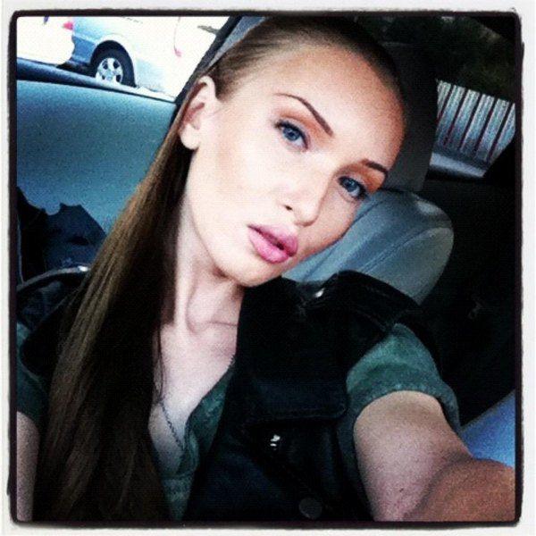 Иванна Мелай сменила имидж и стала брюнеткой