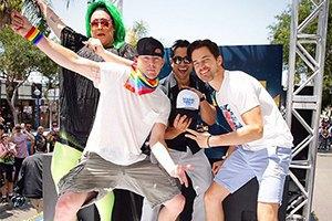 Ченнинг Татум и Мэтт Бомер станцевали на гей-параде