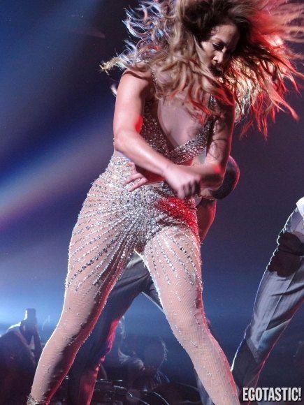 ICQ. Сообщение. Дженнифер лопес снова обнажила на шоу свою грудь.