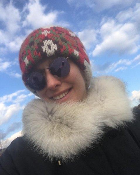 Катя Осадчая теперь много времени проводит на свежем воздухе, катая коляску
