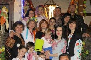 Крымчане праздновали победу Джамалы в вышиванках