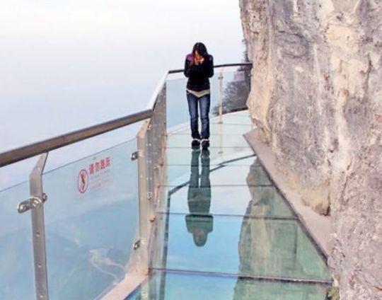 Китайцы подвесили в горах прозрачный мост Edc7af6430c5