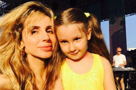 Светлана Лобода приучает дочку к сцене
