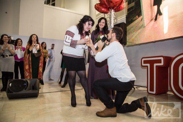 Один из героев проекта Виктор Кардаш делает предложение своей девушке