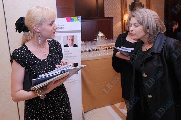 Пресс-секретарь Юлии Тимошенко Марина Сорока (справа)