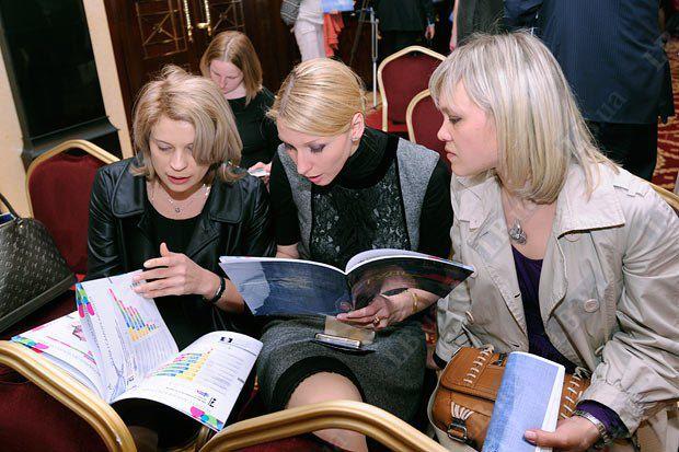 Марина Сорока, Ольга Червакова, Анастасия Образцова (слева направо)