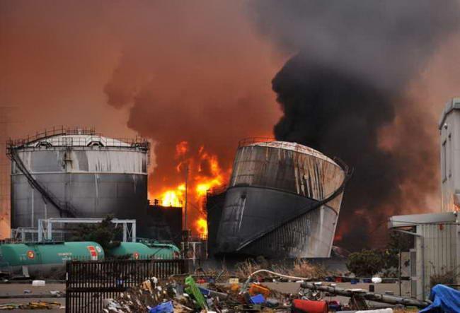 Пожар на нефтеперерабатівающем заводе в Шиогама