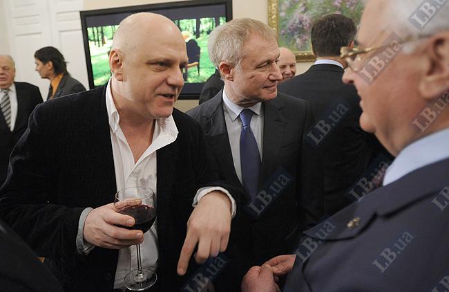 Телеведущий Мыкола Вересень (слева)