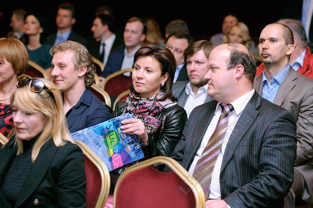 Заместитель генерального директора Центра Разумкова Валерий Чалый (справа) и Марина Ставнийчук, советник президента Украины