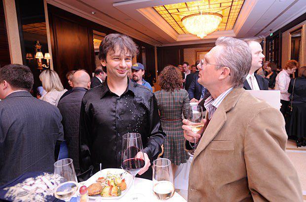 Игорь Завадский, заслуженный артист Украины, лауреат международных конкурсов аккордеонистов (слева)