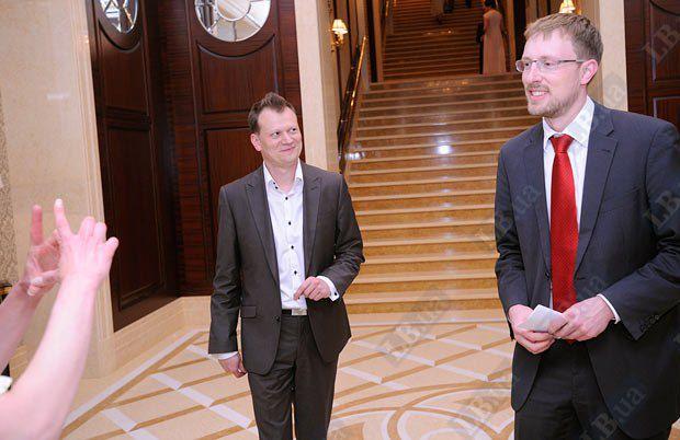 Гарольд Герман, секретарь посольства Германии в Украине (справа)