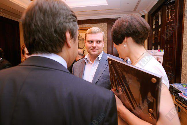 Заместитель председателя КГГА Александр Пузанов и Соня Кошкина