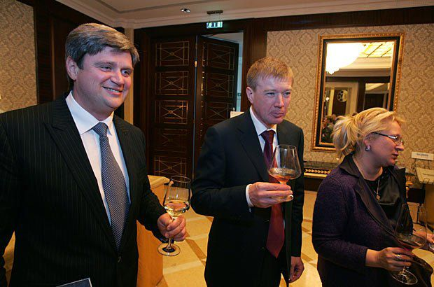 Глава Киевского областного совета Александр Качный (слева) и губернатор Кировоградской области Сергей Ларин