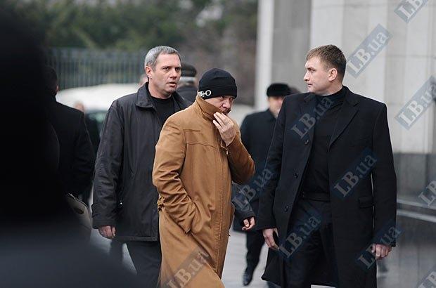 Юрий Иванющенко с охраной