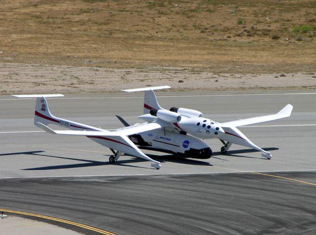 Самолет-носитель White Knight с космическим аппаратом X-37