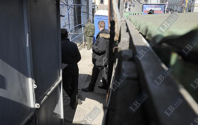 Охрана строящегося здания отказалась пускать активистов на территорию стройки