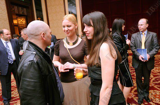 Татьяна Золотарева, пресс-служба БЮТ (в центре) и Татьяна Чорновол