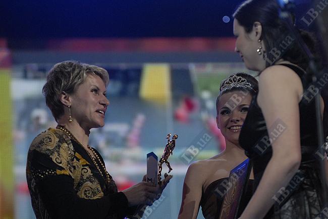 Инна Осипенко-Радомская во второй раз признается лучшей спортсменкой года. Байдарочница-одиночница в прошлом году принесла Украине единственное золото чемпионатов мира в олимпийских дисциплинах - на 500-метровке. А на дистанции 200 метров Инна стала «серебряной».