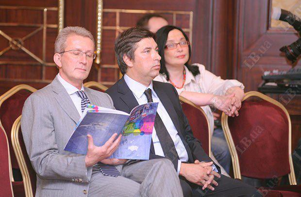 Председатель правления АКБ Укрсоцбанк Борис Тимонькин (слева) и Президент Института Горшенина Вадим Омельченко