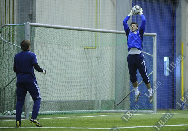 Денис Бойко выпрыгивает выше всех