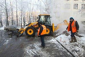 Азаров: на качественные дороги денег нет
