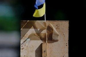 Над міськрадою Сіверська підняли прапор України