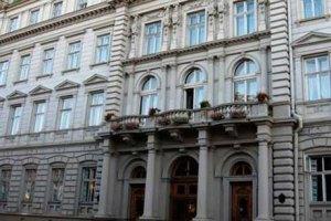Активісти звільнили чотири адмінбудівлі в регіонах, - МВС
